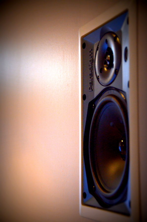Surround speaker