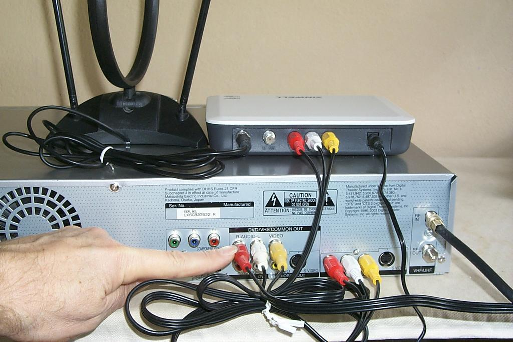 Digital Converter Box And Vcr  Dvd Recording