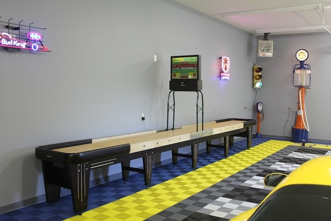 This is a very cool Gameroom